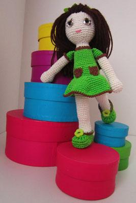 Bambola Alluncinetto Con Vestitino Verde